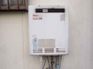 新城市 給湯器 シャワー水栓 交換工事 施工前