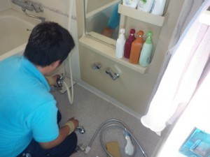 浴室用シャワー水栓取替工事 撤去中