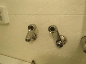 浴室シャワー水栓取替工事 撤去後